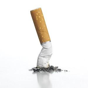 تأثیر سیگار بر ایمپلنت دندانی